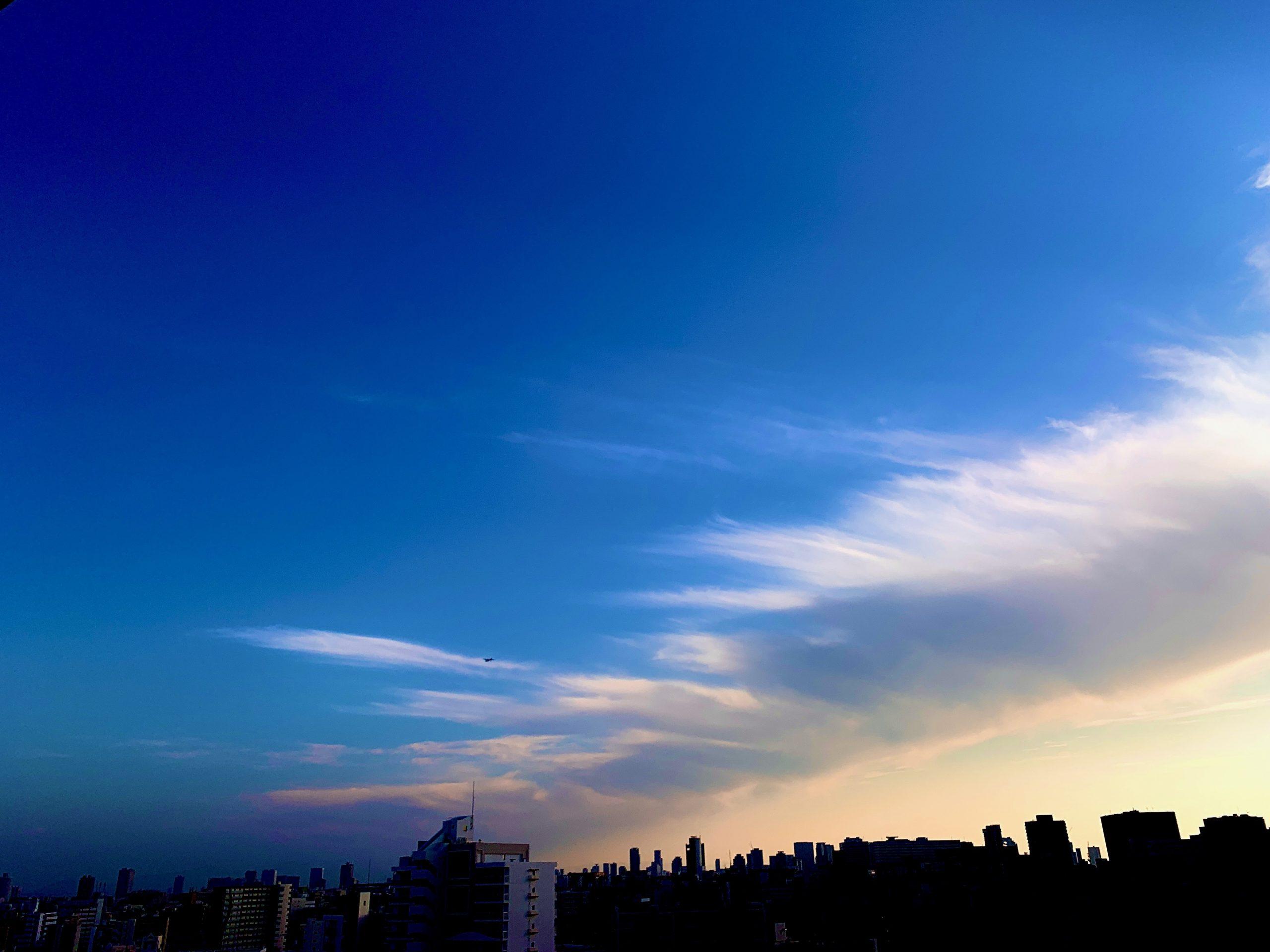 空と雲と街